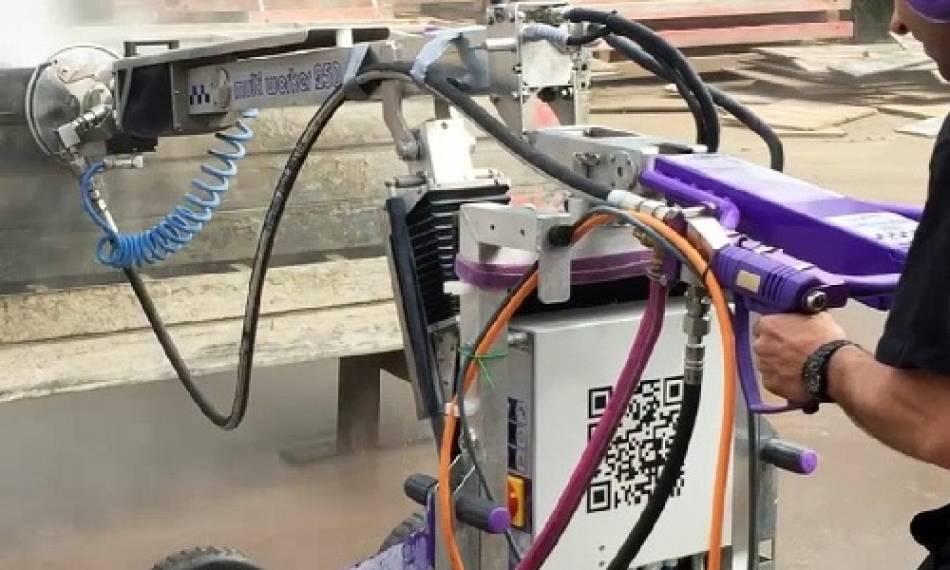 عرضه ربات مخصوص شستشوی قالب بندی بتن توسط کمپانی فالش