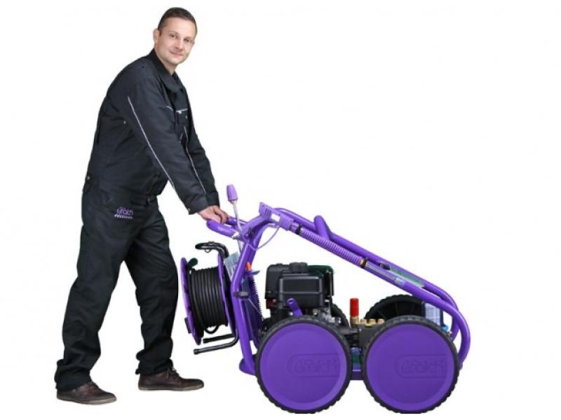 سهولت جابجایی و حرکت واترجت g333 بعلت برخورداری از چرخ های توپر و قدرتمند و مقاوم