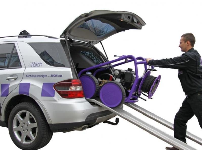 سهولت حمل و نقل واترجت g333 با ماشین بعلت چرخ دار بودن دستگاه