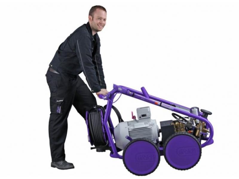 سهولت حرکت و جابجایی واترجت g332 بعلت برخورداری از چرخ های لاستیکی مقاوم و توپر