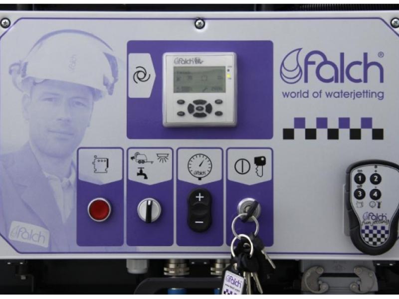 سیستم کنترل کننده دستگاه واترجت g555 مجهز به کنترل پنل الکترونیکی