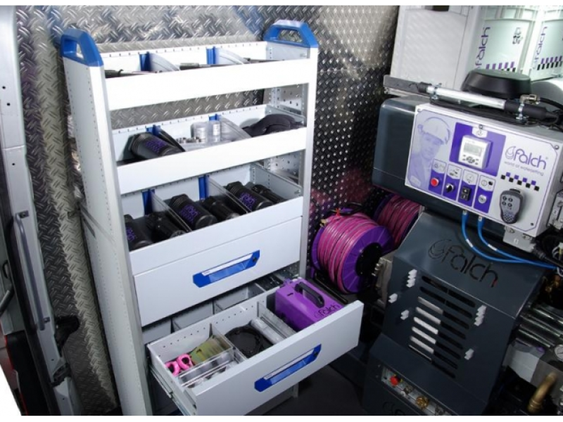 کمد و قفسه در واترجت g586 برای نگهداری لازم جانبی