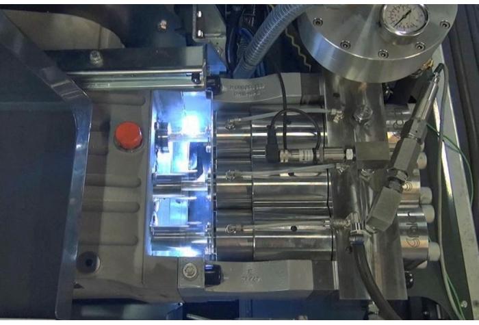 نمایی از پلانجرهای واترجت g555 با مقاومت عالی در برابر سایش و دارای سیستم خنک کننده
