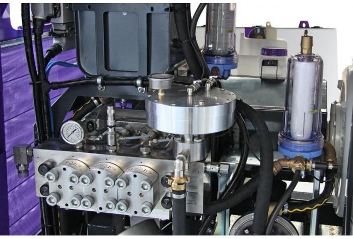 نمای نزدیک تجهیزات داخلی واتر جت صنعتی آب سرد g369